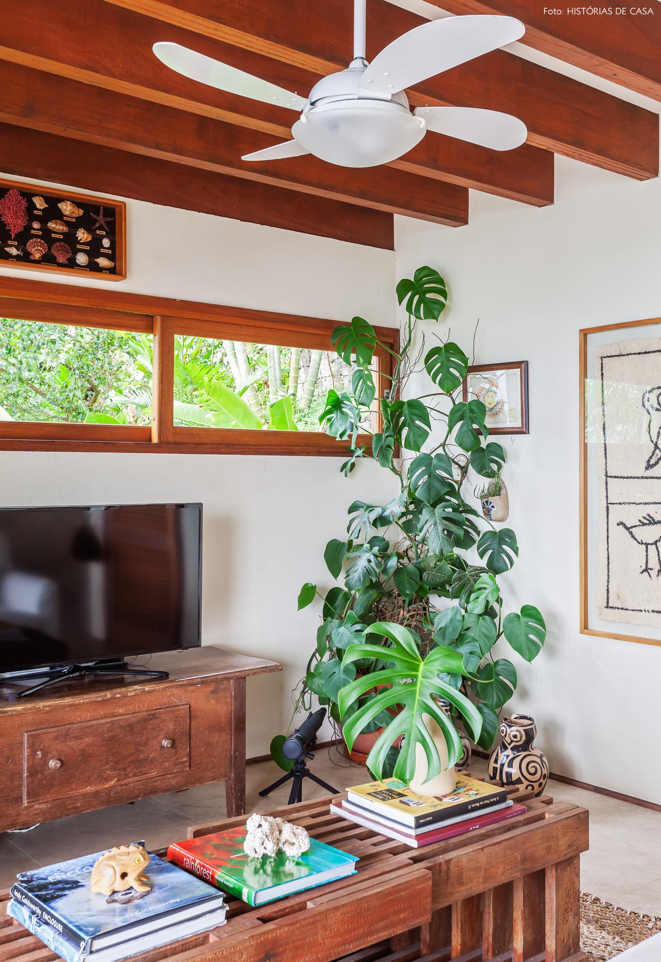 05-decoracao-casa-de-praia-sala-estar-moveis-madeira