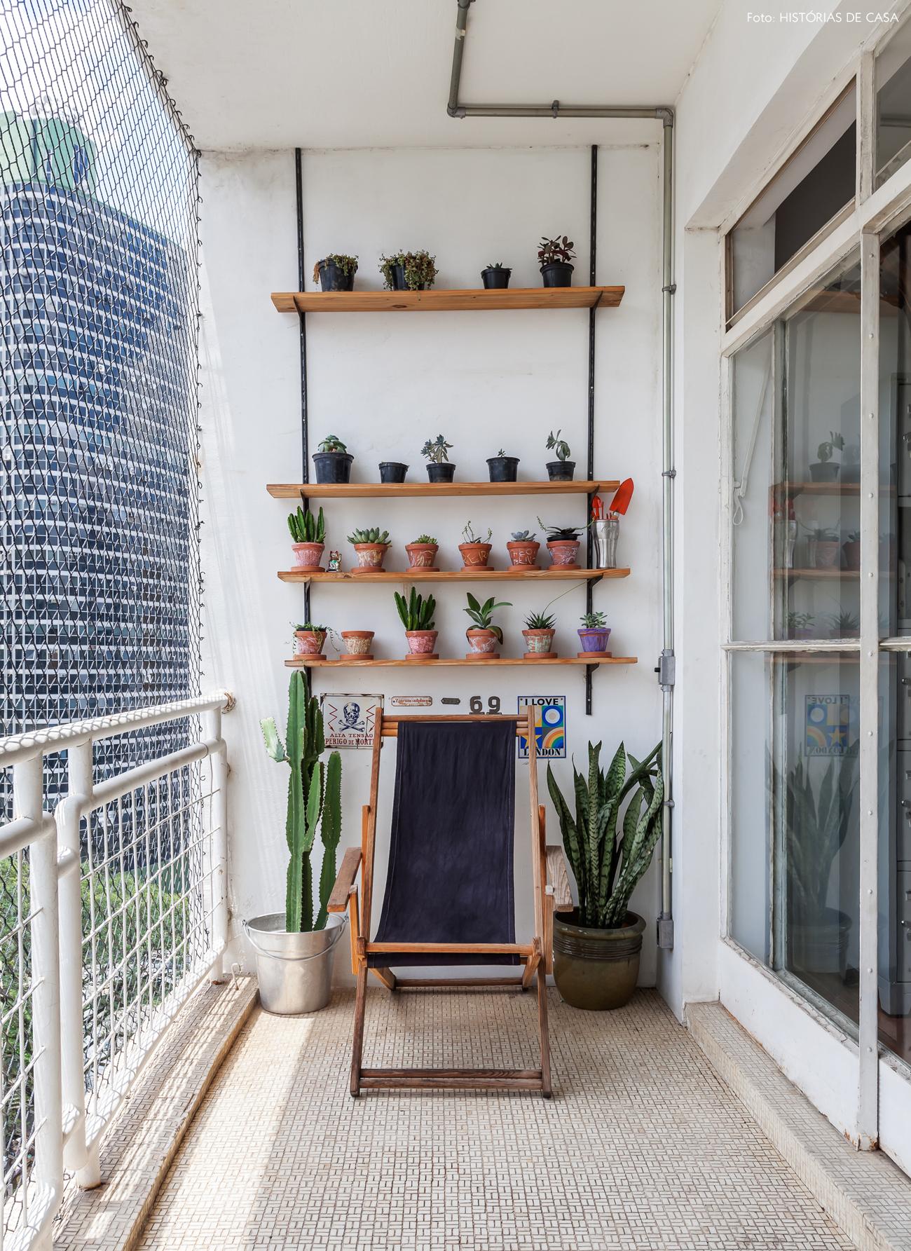 18-decoracao-apartamento-antigo-varanda-suculentas