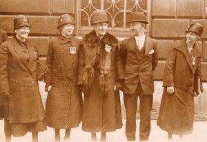 Belmont-Gober (centro) junto a Patrick Fowler