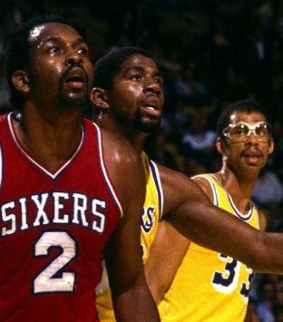 Moses Malone defendido por Magic Johnson y Kareem Abdul Jabbar