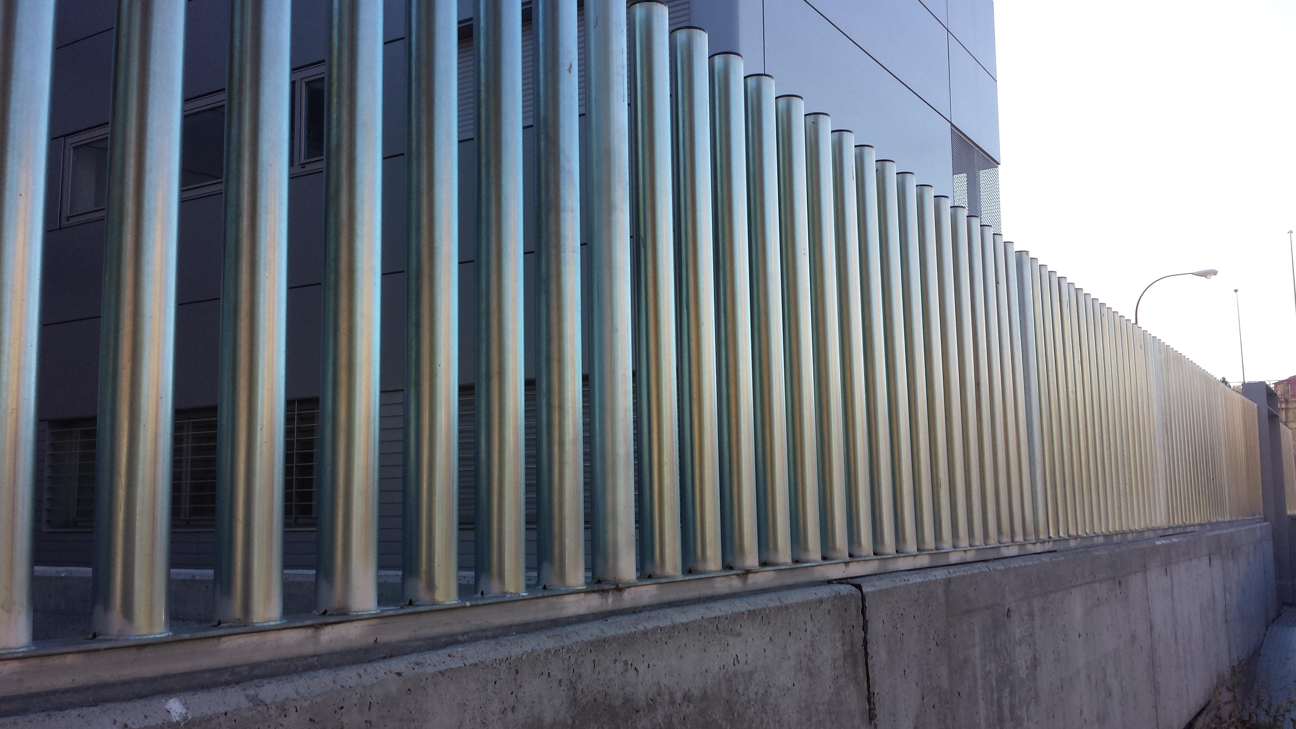 Valla cercado malla metalica verja reja puerta galvanizada - Mallas de hierro ...