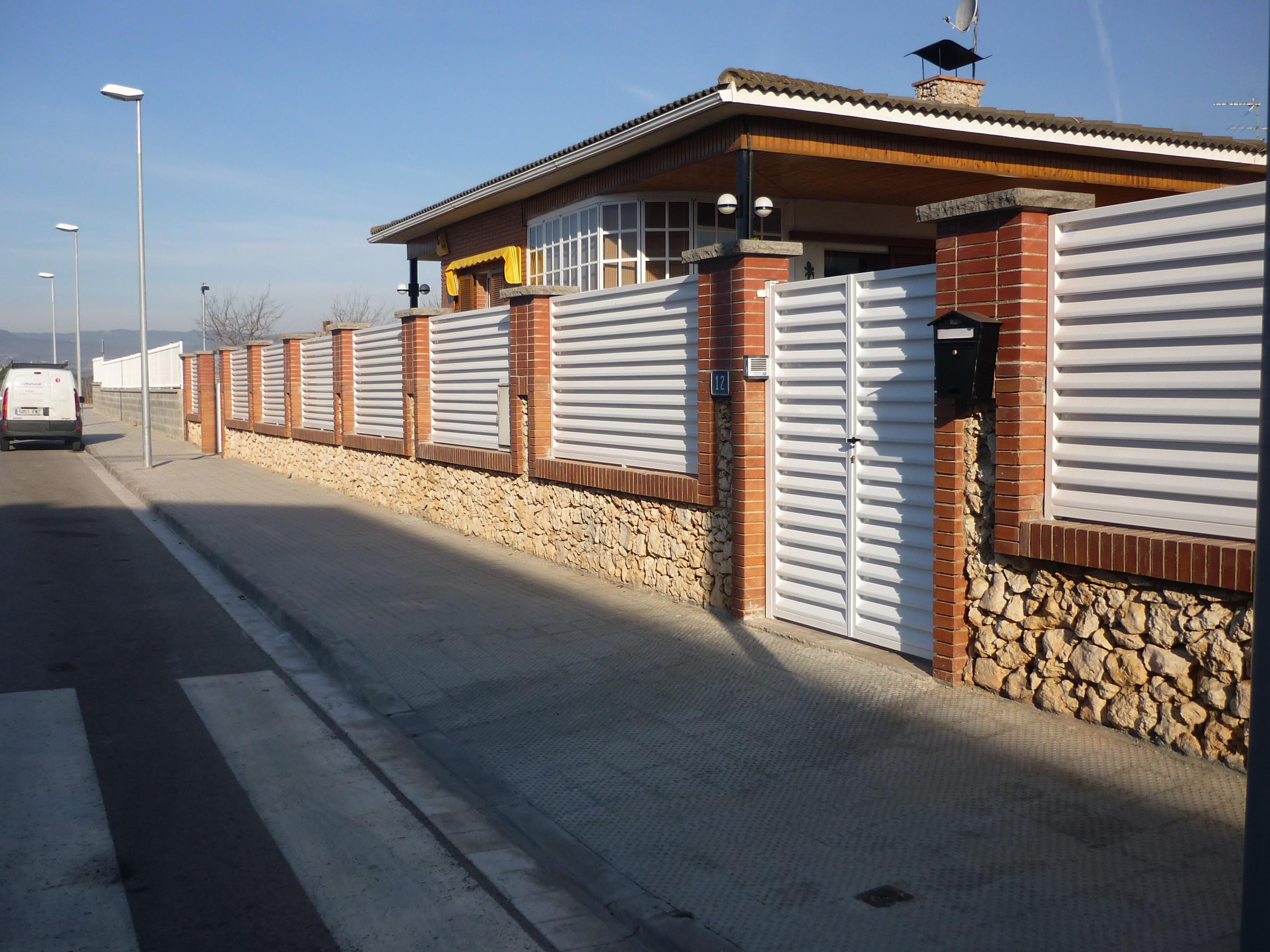 Modelos de valla verjas residenciales hierro lamas z - Vallas para chalets ...