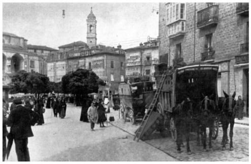 vi-carruajescasa-quico-junto-a-la-plaza-virgen-blanca-en-1914