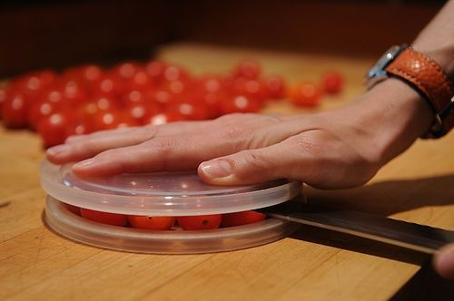 7-holding-cherry-tomatoes-between-two-tupperware-lids-wont-make-them-easier-to-cut