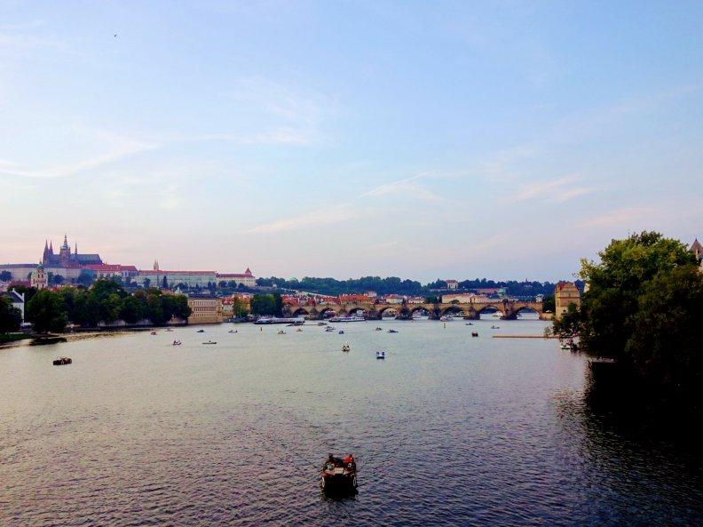 往北看寬敞美麗的布拉格小城與老城。還有最美的伏爾塔瓦河。
