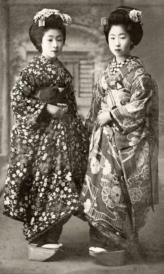A snapshot of fashion history, Japan, 1910s.