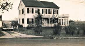 136 Sport Hill Rd. Ezra Seeley House c1803. Later the Yellow Bowl Tea Room. Photo c.1940