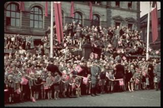 A crowd in Munich Germany during the time of the 1938 conference.