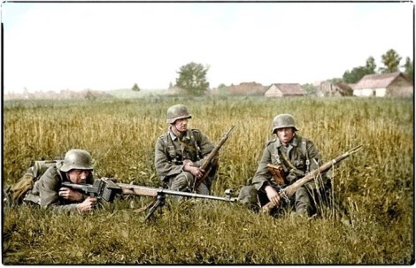 """German soldiers with a Panzerbüchse 39 """"tank hunting rifle model 39"""" on the Eastern Front, 1941."""