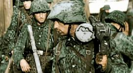 SS soldiers in camo with MG42.