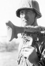 Soldier of the 3.SS Division Totenkopf with MG34.