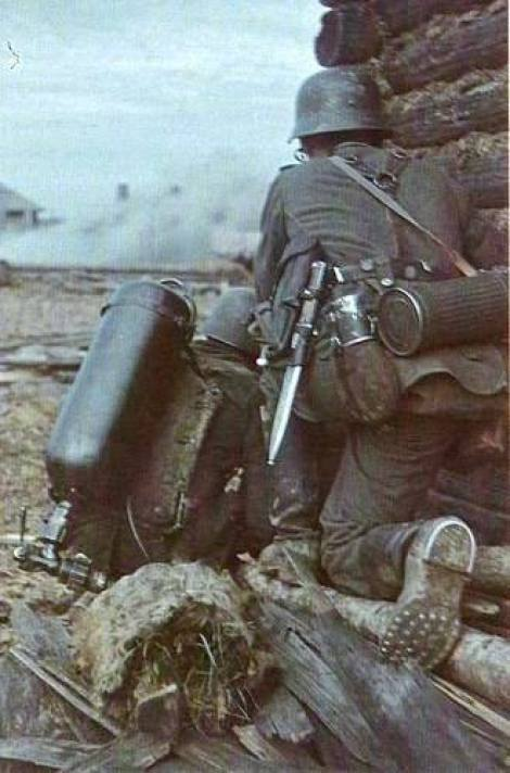German Flammenwerfer 35 plameňometom on the Eastern Front, 1941.