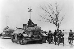 Jagdpanzer IV with infantry support, Hungary, 1944.