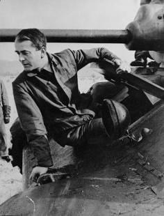 Albert Speer examines a T-34 in June 1943.
