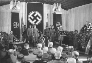 Rundstedt delivering the eulogy for Erwin Rommel, October 1944.