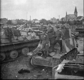Leftover equipment with Soviet soldaten directly after the war.