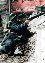 Batalion Kiliński soldier aiming his rifle at the German-occupied PAST building, August 20,1944.