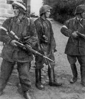 """Battalion Zośka soldiers in Gęsiówka 5 August 1944. Only Juliusz Deczkowski (centre) survived. Right: Tadeusz Milewski """"Ćwik"""" – killed on the same day. Left: Wojciech Omyła """"Wojtek"""" killed several days later."""
