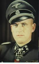 Hans Dorr as SS-Sturmbannführer.