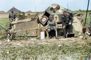 After Dunkirk, soldats with British armour.