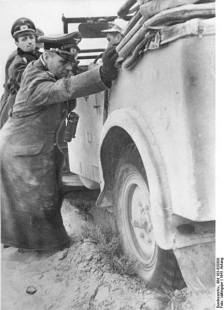 Rommel helping to free up his staff car, Škoda Superb Kfz 21.