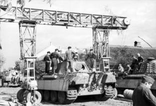 Road gantry Strabokran, which was indispensable to maintain the Panther tank in the field.