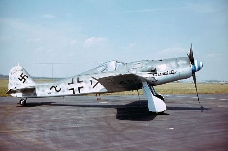 A side view of the NMUSAF's D-9. One can easily distinguish the D-9 model from earlier variants by the extended nose and tail sections, in addition to the exhaust manifolds located near the base of the engine cowling.