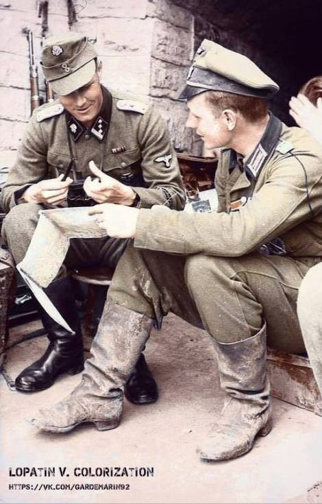 Oberleutnant HansKarl Richter, Kompanieführer of 2. Panzer Grenadier Regt. Großdeutschland with an SSHauptsturmführer of the SS Panzer Grenadier Regt. 6 Theodor Eicke during a Lithuanian Latvian border briefing.