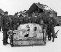Group Portrait of soldiers to PAK 50mm in the snow.