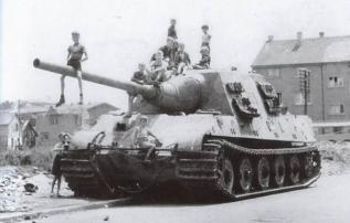 Children playing on Jagdtiger 323.