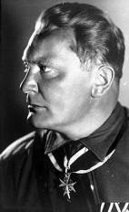 Göring in 1932, wearing the Pour le Mérite.