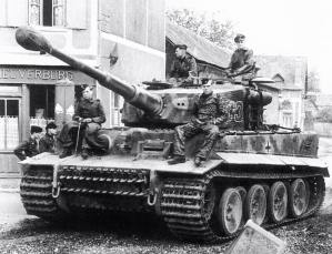 A Tiger I of PzAbt 502 waiting.