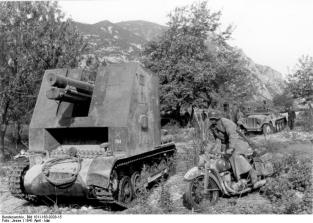 A sIG 33 auf Panzerkampfwagen I in Greece in 1941.