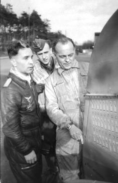 Major Günther Specht (left) and Prof. Kurt Tank (right)