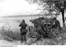 Pak 43/41 in firing position overlooking a river in Ukraine in September 1943.