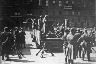 Soldiers of the Austrian Federal Army in Vienna, 12 February 1934.