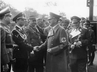 Bouhler with Adolf Hitler, Baldur von Schirach, Joseph Goebbels and Hermann Göring; Munich, October 1938.