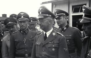 August Eigruber (far left), Franz Ziereis (left), Himmler (front), Karl Wolff (right) and Franz Kutschera (far right) in KZ Mauthausen, April 1941.