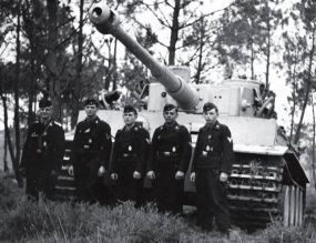 Crewmembers of a Panzerkampfwagen VI Tiger of the schwere Panzer-Abteilung 502 poses in front of their tank in the summer of 1943.