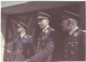 Generalmajor Alfred Erhard (center) with Luftwaffe Flak Offiziere.