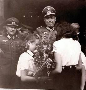 Erich Bärenfänger at a ceremony with Bund Deutscher Mädel girls.