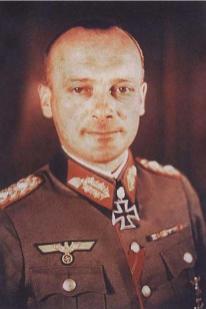 Friedrich Schulz after receiving Eichenlaub.