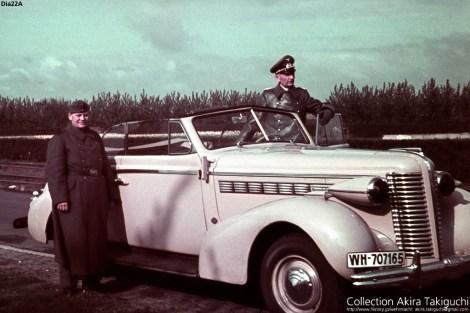 Generalleutnant Hermann-Meyer Rabingen with his Buick special 1938.