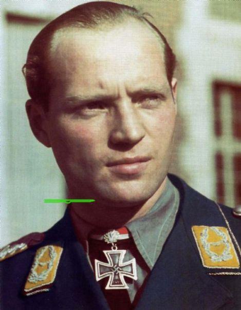Hermann Hogeback wearing Eichenlaub.