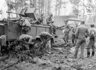 Luftwaffe Einheitsdiesel with 2cm Flak