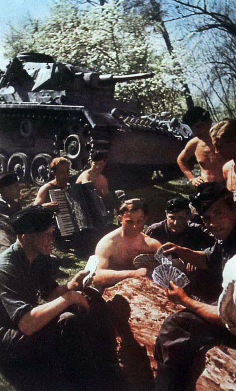 The crews of a group of german panzers benefit from a pause during the advance to resume the never-ending card game, interrupted so many times. They came from the 12. Armee commanded by Generalfeldmarschall Siegmund Wilhelm List during Operation Marita.