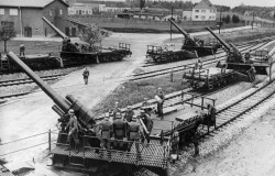 Railway artillery battery 15cm guns in the foreground, in the background a 17cm guns.