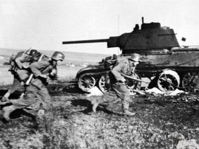 Soldiers of the SS Totenkopf in defensive battles against the Red Army in the area around Iasi in Romania in 1944.