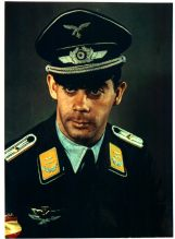 Oberleutnant Ramón Escudé Gilbert, pilot of 2ª Blue Squadron in the Front of Russia. It takes on the left pocket of the single-breasted uniform jacket the symbol of pilots Spanish and German and the arm shield that it identifies to him like Spanish volunteer.