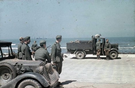 German forces arrive in Dunkirk. The sea front at Dunkirk photographed immediately after the completion of the evacuation of the British Expeditionary Force earlier in the day. Vehicles and troops of the German mobile assault unit Motorensturm 13, drawn up on the sea front at Dunkirk near one of the unit's light anti-tank guns.